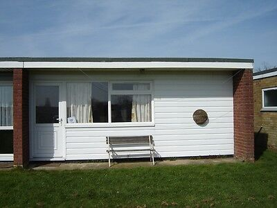 Holiday Chalet. Hemsby Great Yarmouth. Up to 6 Berth. Available from March 1st.