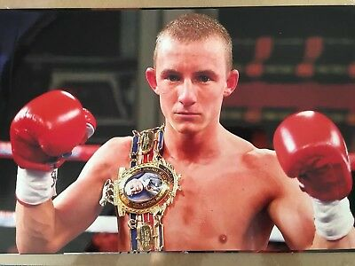 Un signed 12x8 photograph of boxer Paul Butler. Former world title challenger.