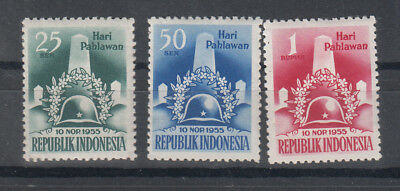 Indonesia: 1955 Heroes' Day set of 3 stamps.SG 703/5.MUH.Scarce items
