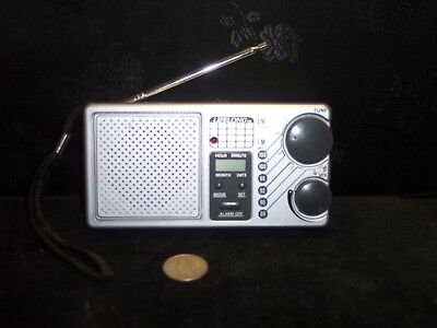 Vintage Lifelong Portable Am/Fm Lcd Alarm Clock Radio Model 845