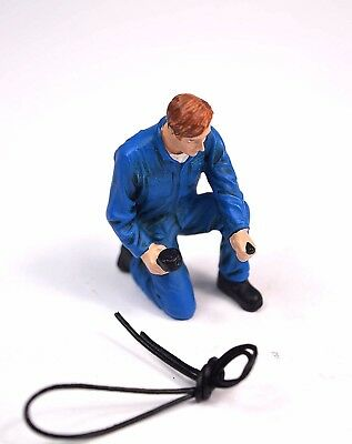 Tony Mechanic Inflating Tyre Figure American Diorama 77496 1:24 Accessory