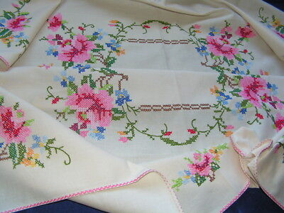 B'ful Vtg Richly Hand Embroidered Decorative Open & Budding Rose Tablecloth