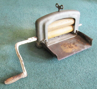"Antique Washing Machine 8"" Roller Wringer With Handle"