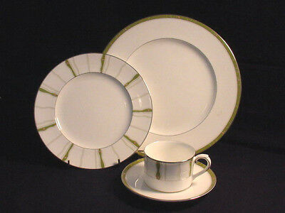 "Royal Doulton ""Daybreak""  4 Pc. Place Setting Dinner & Salad, Cup & Saucer $86Va"