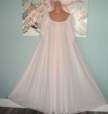 """VINTAGE SOFT PINK LUCIE ANN NIGHTGOWN GOWN TULIP BUST 44 INCHES LACE 144"""" Sweep"""