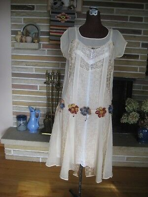 1920's antique ivory silk dress with lace inserts & silk flowers Beautiful