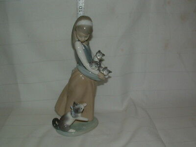 "Lladro Figurines # 1309 "" Girl W/hand Full Of Kittens "" 9 3/4  In. Tall"