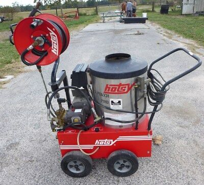 Commercial Hotsy Hot Water Steam Pressure Washer 560SS w Hose Reel