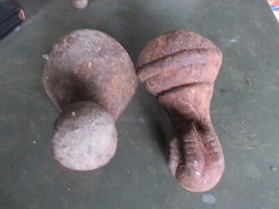 Lot Of 2 Old Cast Iron Tub Feet