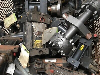 Stillage of assorted hydraulic and pneumatic Rams - industrial surplus