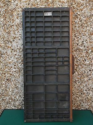 Vintage PRINTERS / Letterpress TRAY with a Metal Handle (T1)