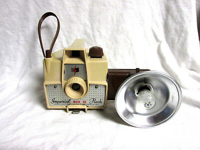 VINTAGE 1960s IMPERIAL MARK XII CAMERA WITH FLASH & BULB & FILM INSIDE ON  5