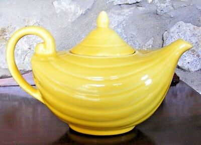 ARTHUR WOOD - Shapely Aladdin Teapot in Bright Yellow - circa 1954 - Excellent