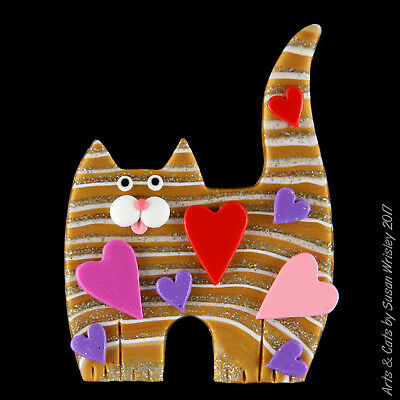 Standing Gold Glittery Tabby Kitty Cat, Pink & Red Hearts Valentines Pin - SWris