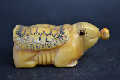 Wonder Collectible Decor Old Bone Carving tortoise Nice Snuff Bottle