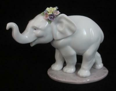 """LLADRO Spain """"LUCKY STROLLING"""" Baby Elephant Figurine with Flowers"""