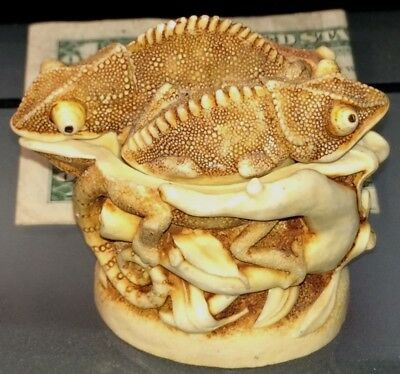 Very Rare Carving-Three Bug-Eyed Tree Lizards Container w/Lid !!!