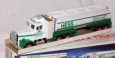 1990 Hess Gasoline Tanker Tractor Trailer Truck Bank Mint in Box