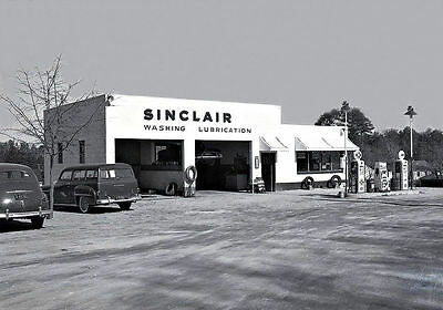 SINCLAIR GAS STATION WASHING LUBRICATION early 1950's oil lube bay old cars