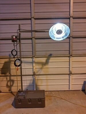 Vintage Military Portable AC / DC Surgical Field Light NSN 6530-00-937-2204