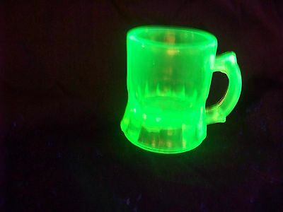 VASELINE URANIUM GLASS BEER MUG TOOTHPICK HOLDER  GLOW  (( id187884))