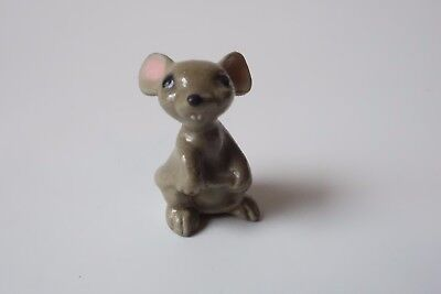 Hagen Renaker MOUSE Animal MINIATURE FIGURINE Holding Tail