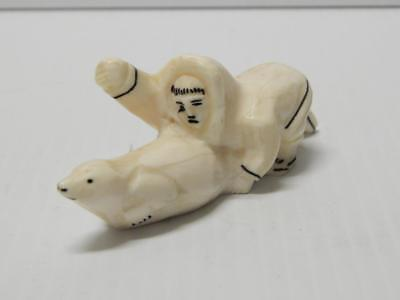VINTAGE ALASKA ESKIMO INUIT INDIAN 2 FIGURe CARVED BOVINE BONE SCULPTURE