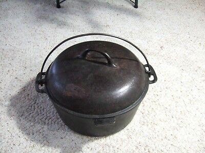 Vintage Chicago Hardware Foundry  Favorite Stove and Range Cast Iron Dutch Oven