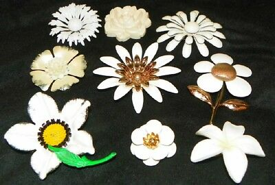 Lot Of White Flower Power Brooches Or Pins - Enamel - Metal - Plastic