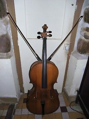 Violoncelle taille 4/4  made in hungary + 2 archets le tout a restaurer