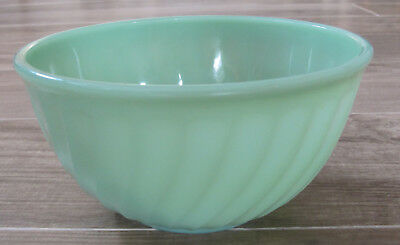 """Vintage Fire King Jadeite Glass Oven Ware 8"""" Swirled Mixing Bowl"""