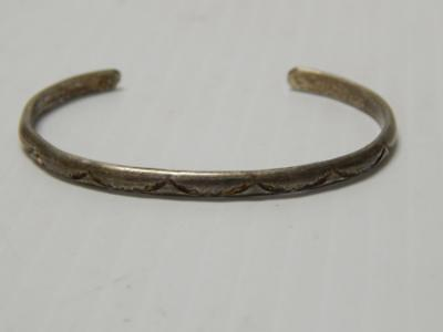 💗vintage  Navajo Indian Sterling Silver Bangle Style Bracelet Classic Stamping