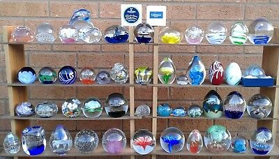 SELECTION OF ASSORTED GLASS PAPERWEIGHTS. (Ref 136)