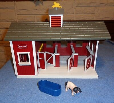 Breyer Stablemates Red Barn/Farm Stable-Comes With Pig & Trough-Stall Doors Open