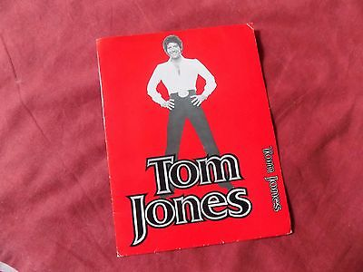 MEMORABILIA: TOM JONES USA PRESS PACK X3 Photos **SIGNED**