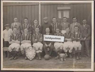 Lovely Vintage A Portsmouth Football Team?? Portsmouth Newspapers Photograph
