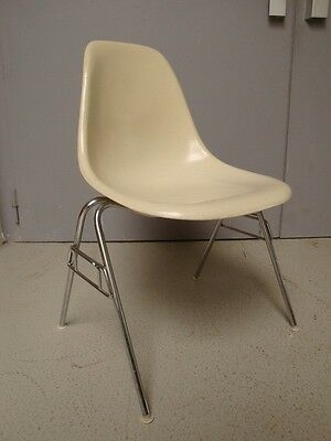 eames chair fiberglas herman miller vitra 4 er set side chair creme eur. Black Bedroom Furniture Sets. Home Design Ideas