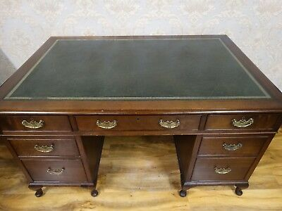Top qualityTwin Pedestal writing desk in the Georgian manner, office table