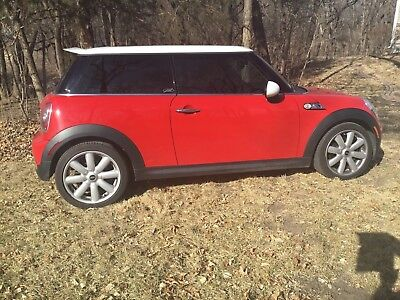 2010 Mini Cooper S   6SPEED Pano Roof, Sport Pkg., Tires good, including 4 good run flat tires