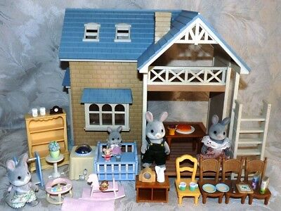 SYLVANIAN FAMILIES BLUEBELL COTTAGE with RABBIT FAMILY, FURNITURE & ACCESSORIES