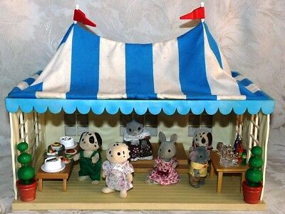 SYLVANIAN FAMILIES WEDDING MARQUEE with FIGURES & ACCESSORIES