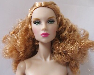 Integrity Toys The Industry Come Thru Tulabelle True Nude With Stand & Coa