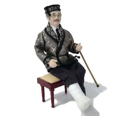 Mini Mundus 1:12 Doll Man with broken leg Uomo con gamba rotta dollhouse