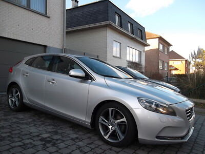 Volvo V40 1.6 D2 // SUMMUM // FULL OPTION // ...