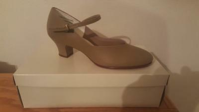 Illinois Theatrical Footwear Style 25 Tan Character Heels Size 7.5 Adult NIB