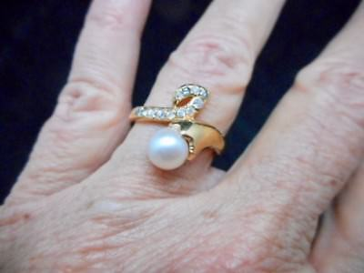 Authentic Vintage Gold Tone 1960's Faux Pearl & Rhinestone Ring Size 8