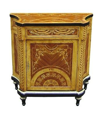 Discreetly elegant Louis XV style inlaid Maple commode
