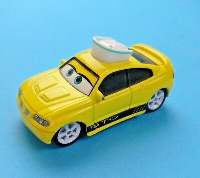 Voiture Cars Nurse GTO  FLASH McQUEEN  disney pixar  mattel