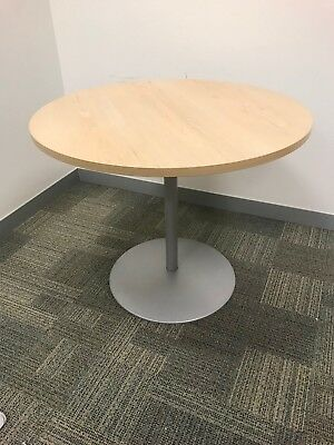 Round Table Office Meeting Furniture - Heavy Metal Base. Great condition