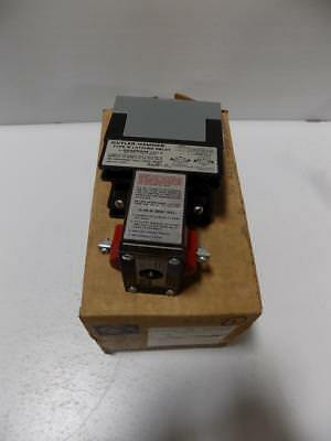 Cutler-Hammer 4 .no. 120V Type M Relay With Latch D23Mr402A Nib